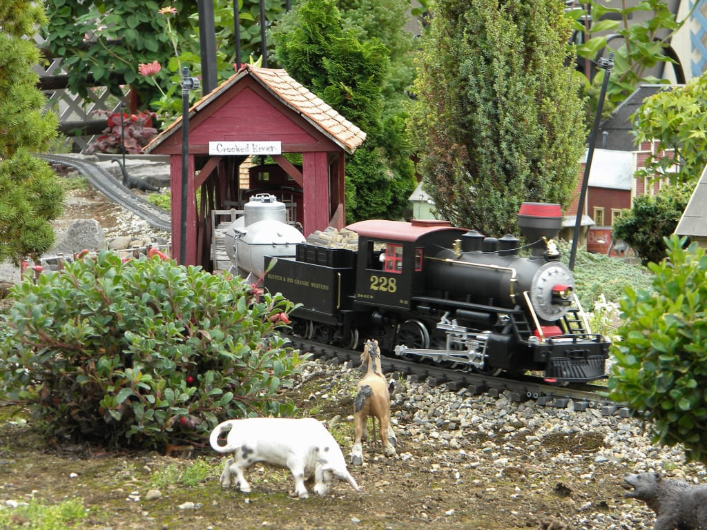 Nola And Alan Olson Of Vancouver Started Putting Together Mapleton, Their  Backyard Railway Town, More Than 17 Years Ago, And The City Now Features  More Than ...