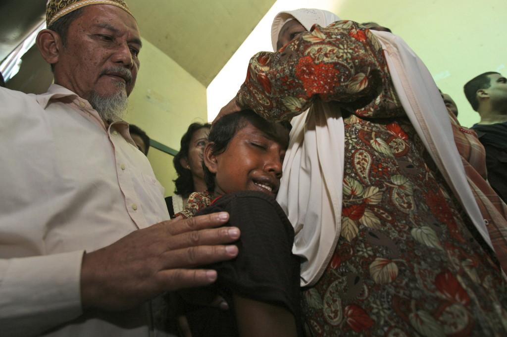 Desperate Rohingya kids flee Myanmar alone