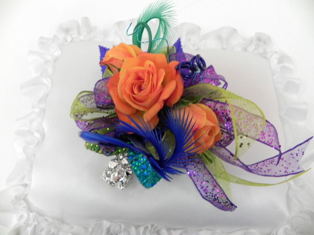 Blooming prom options the columbian flowers on rings necklaces headbands among alternatives to traditional corsages izmirmasajfo