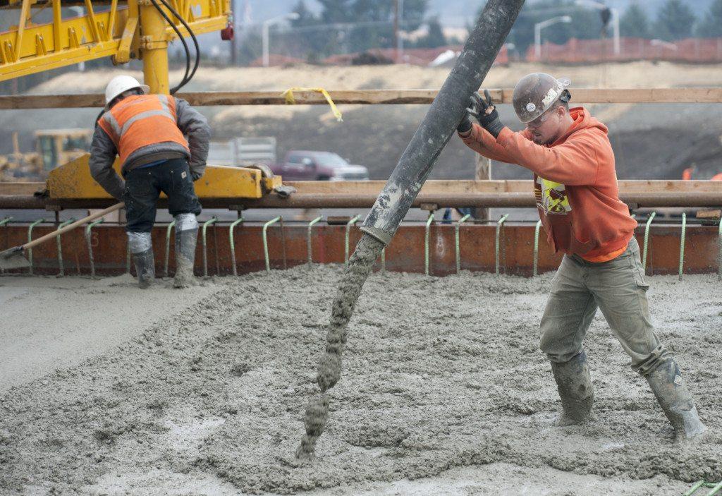 Crews pour concrete for i 205 interchange onramp bridge for Best weather to pour concrete