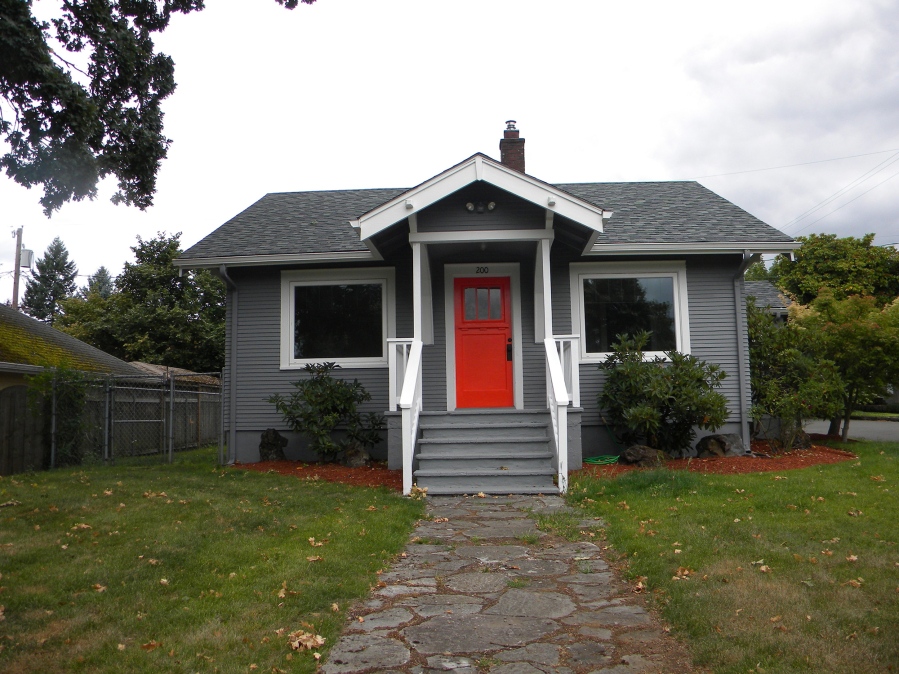 Built In 1916 This Two Bedroom Home The Lincoln Neighborhood Has 818 Square Feet On Main Floor And 324 Bat