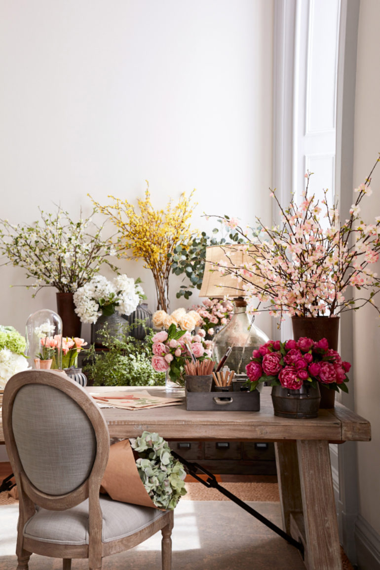 Friends of faux: Designers embrace fake flowers   The Columbian