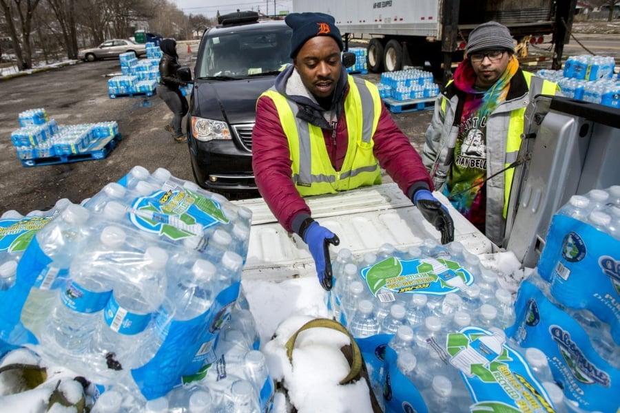Governor ends bottled water deliveries to Flint
