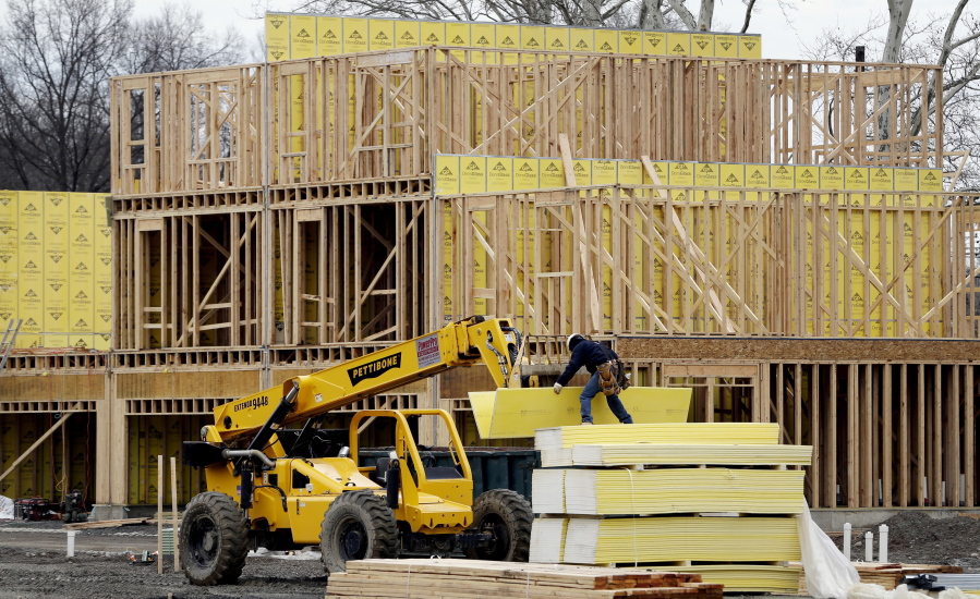 US home building falls sharply in April