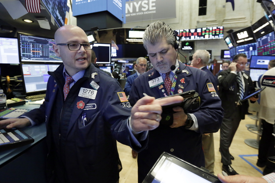 U.S. stock markets fall in afternoon trading