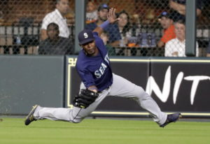 Seattle Mariners center fielder Guillermo Heredia catches a fly ball by Houston Astros' Tony Kemp du