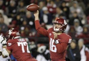 Washington State quarterback Gardner Minshew II (16) throw a pass during the first half of the team'