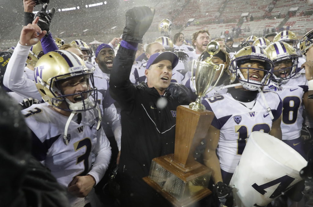 Husky Marching Band will not play at Apple Cup after bus crash