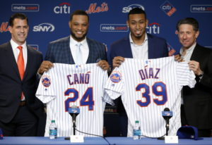 New York Mets' Robinson Cano, second left, and Edwin Díaz, third left, pose with their new jerseys a